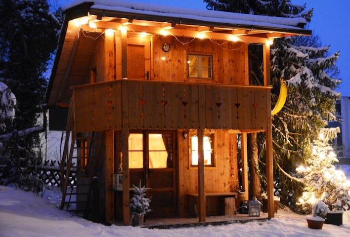 Treehouse with 1-5 sleeping places