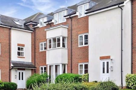 Cosy Double Bed Room in London  - Sutton - อพาร์ทเมนท์