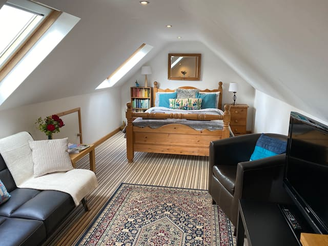 Loft Room above detached garage Sleeps 2 & 1 child