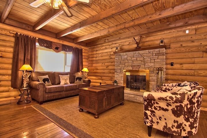 Poconos heaven Rustic Log Cabin in Magical Setting - Tobyhanna - Cabin