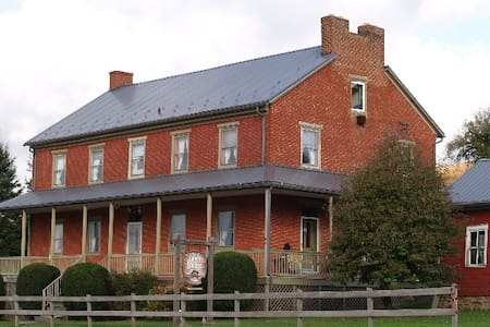 Circa 1842 Pa. Stagecoach stop - Somerset - Bed & Breakfast