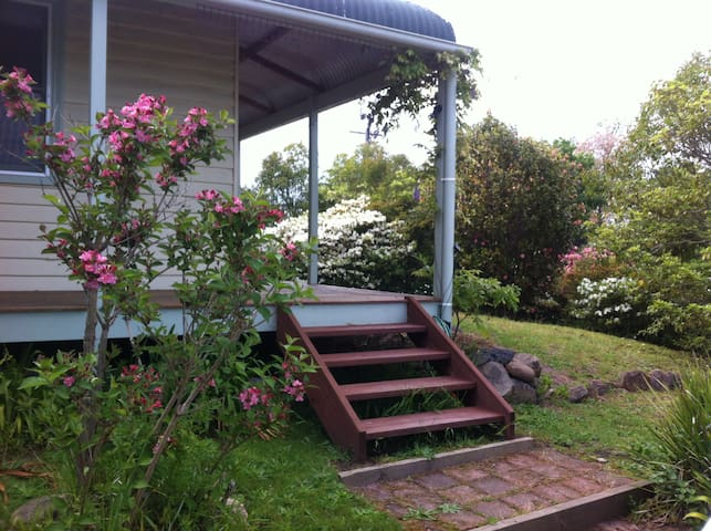 Historic & quaint cottage in Bega