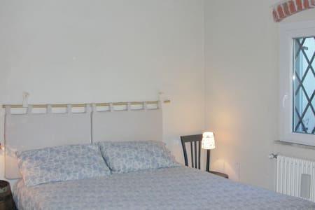 Piccolo appartamento con giardino - da Girò - Sarzana - 公寓