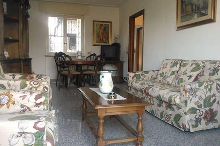 Elegant Bedroom Villa Alda - Imperia - Villa