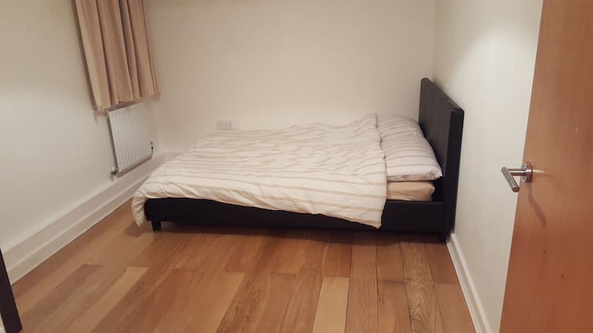 Spacious double room, can accommodate 2 people.