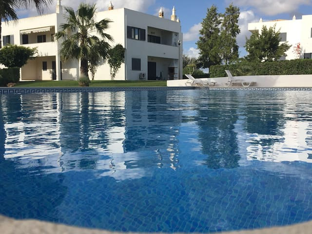 Condomínio com piscina, a 2 km Praia dos Salgados - Pêra - Leilighet