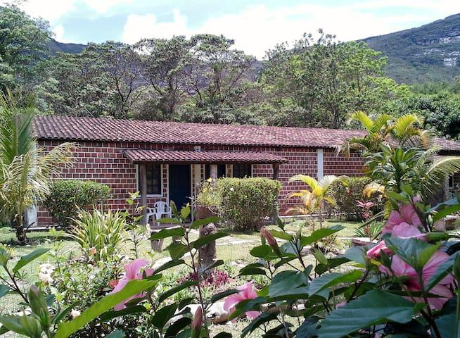 CHALÉ 2 - Hostel do Vale - BAHIA - Palmeiras - Dağ Evi
