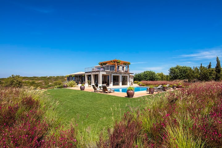 Quinta dos Caneiros, Luxury villa, Ocean views, walk to beach