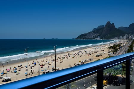 The best apartment in front of the Ipanema Beach.