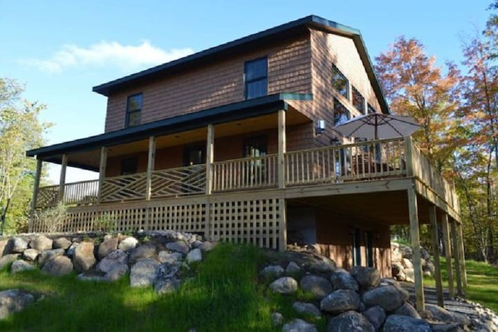 MMC: Hot Tub, Sauna, Fireplace, A/C, Dog Friendly, 1.9 mi to Whiteface, Mountain View, Marble Mountain Chalet