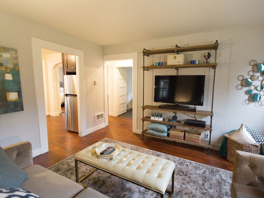 2 Bedroom Renovated Campus Cottage Houses For Rent In