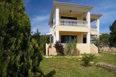 Liza's Sunny Villa - Agios Sostis