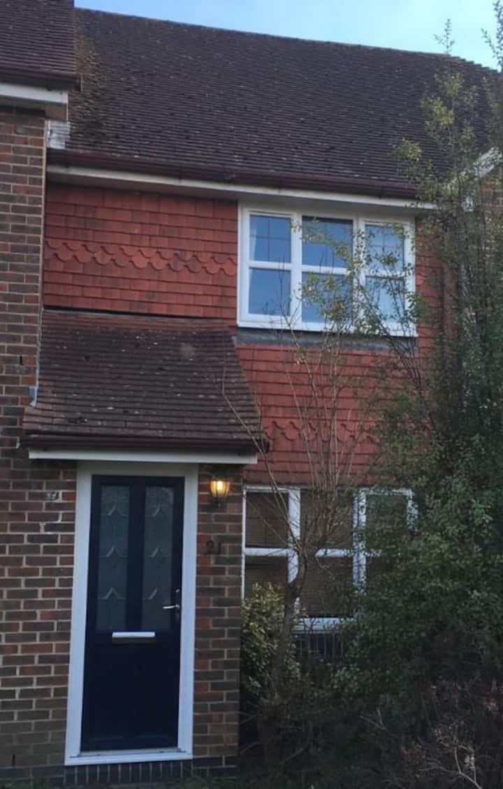 Attractive 2 Bed House, pets + long stays welcome