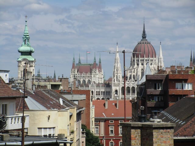 DOLCE VITA at the Castle quarter with balcony! - Budapest