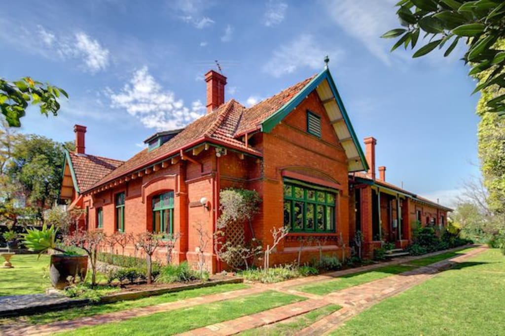 Buxton Manor mansion in leafy North Adelaide