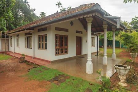 Sunil's Home - Baddegama - House