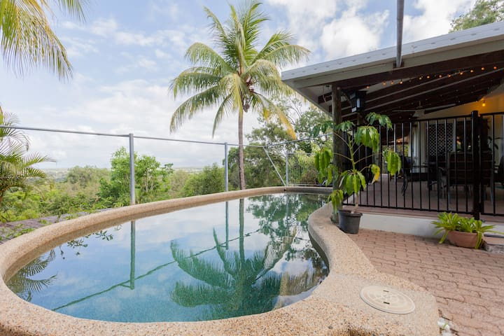 Hillside Acreage - Pool with Magnificent Sea Views - Trinity Beach - House