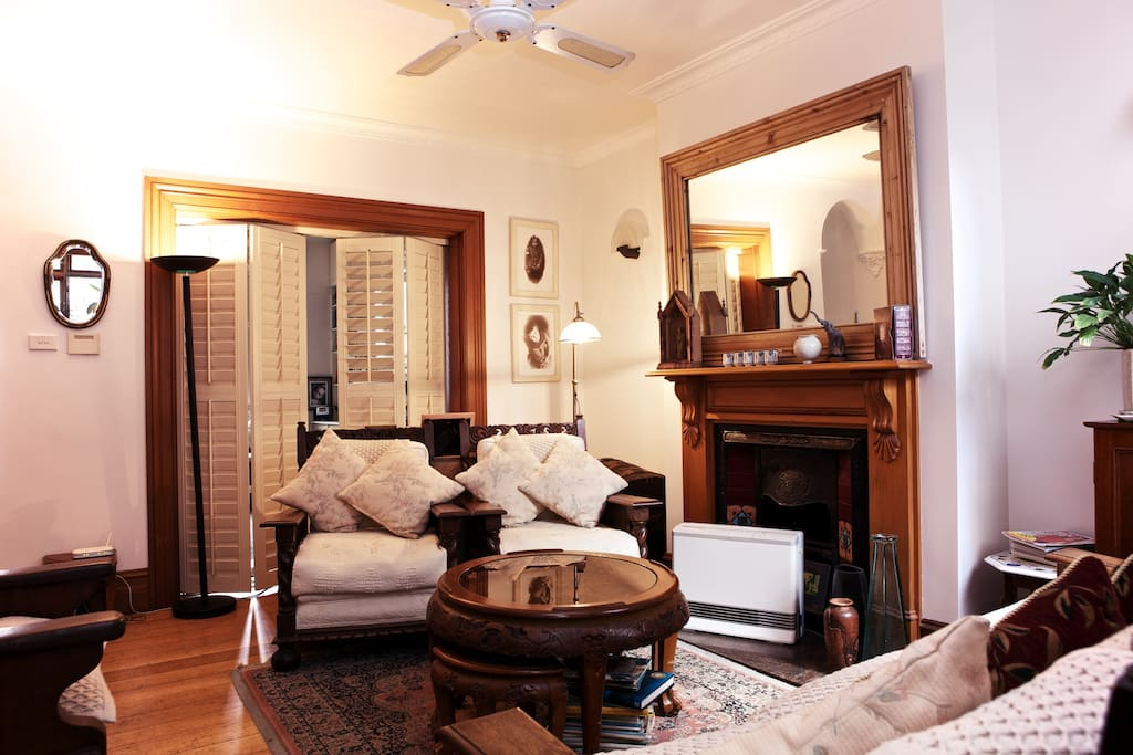 Another view of the living room where you can discuss options for restaurants, day trips and look at the many maps available.