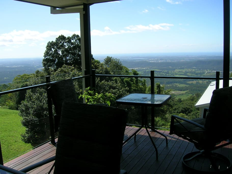 Spectacular views to the Pacific Ocean from the kitchen and deck