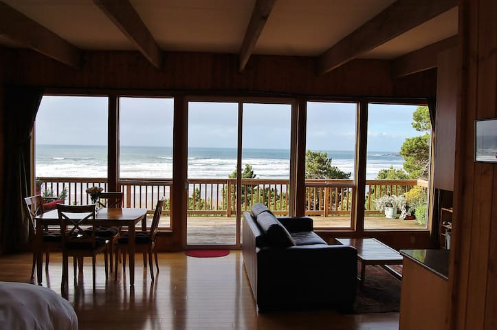 Oceanfront Cottage - Amazing Views! - Newport - Houten huisje
