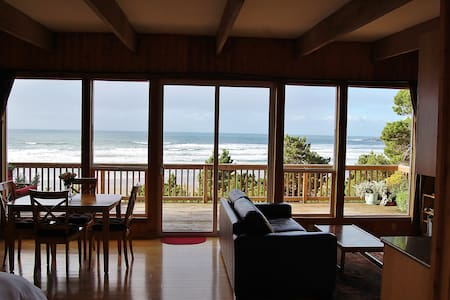 Oceanfront Cottage - Amazing Views! - 紐波特
