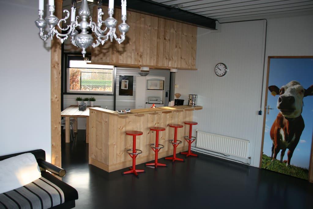 Woonkamer met open keuken