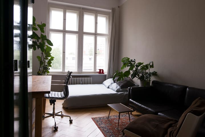 Stilvolle 2 Zimmer Wohnung in Berliner Altbau