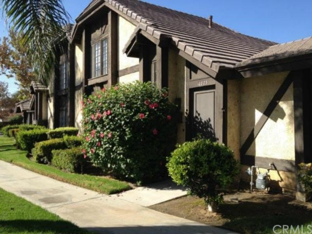 Cozy, charming two-story home in a nice location - Loma Linda