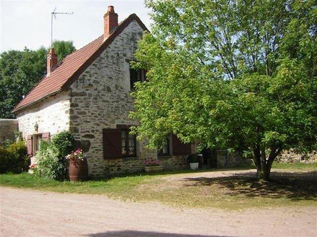 petit cottage en Bourgogne du sud, - saint sernin du bois - บ้าน