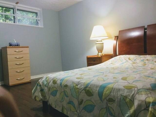 近Sheridan College和Oakville Go Train的宽敞舒适全套公寓出租