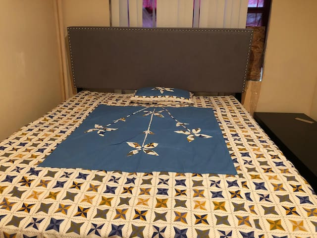 Cozy bedroom in the heart of Jackson Heights