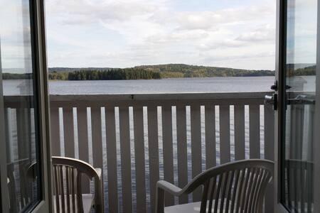 Vid sjön / By the lake - Molkom