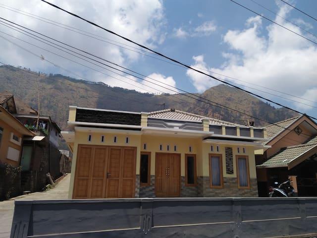 Villa Ricky 2 Puncak Gunung Bromo Hemat Dan Murah - probolinggo - Dům