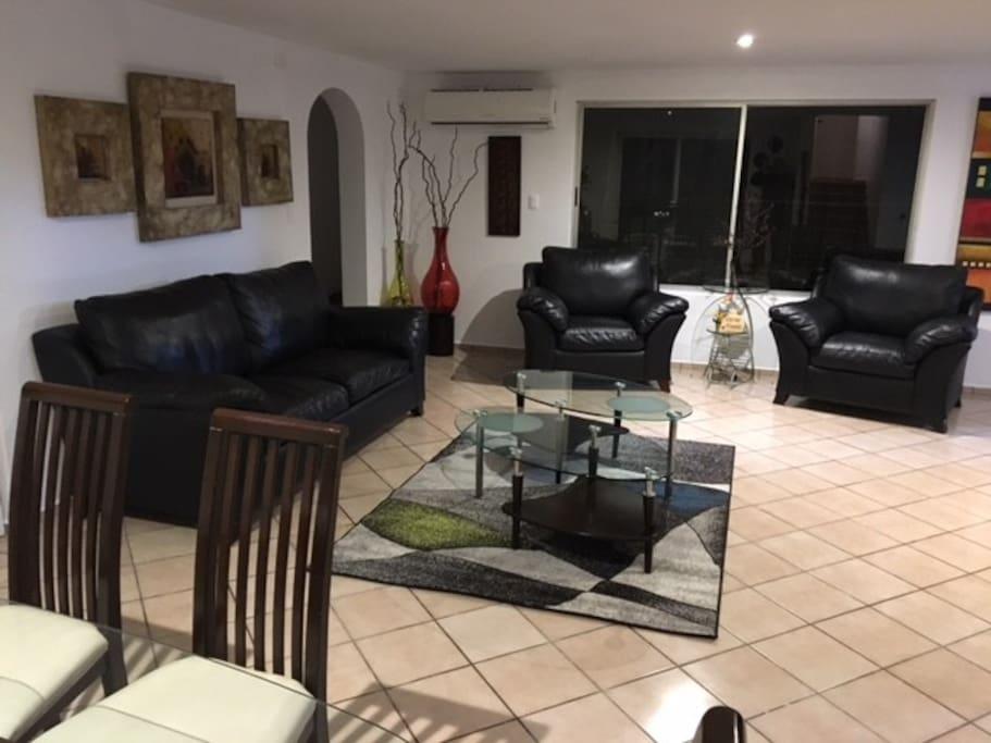 Amplio y comodo departamento appartements en r sidence for Sofas individuales comodos