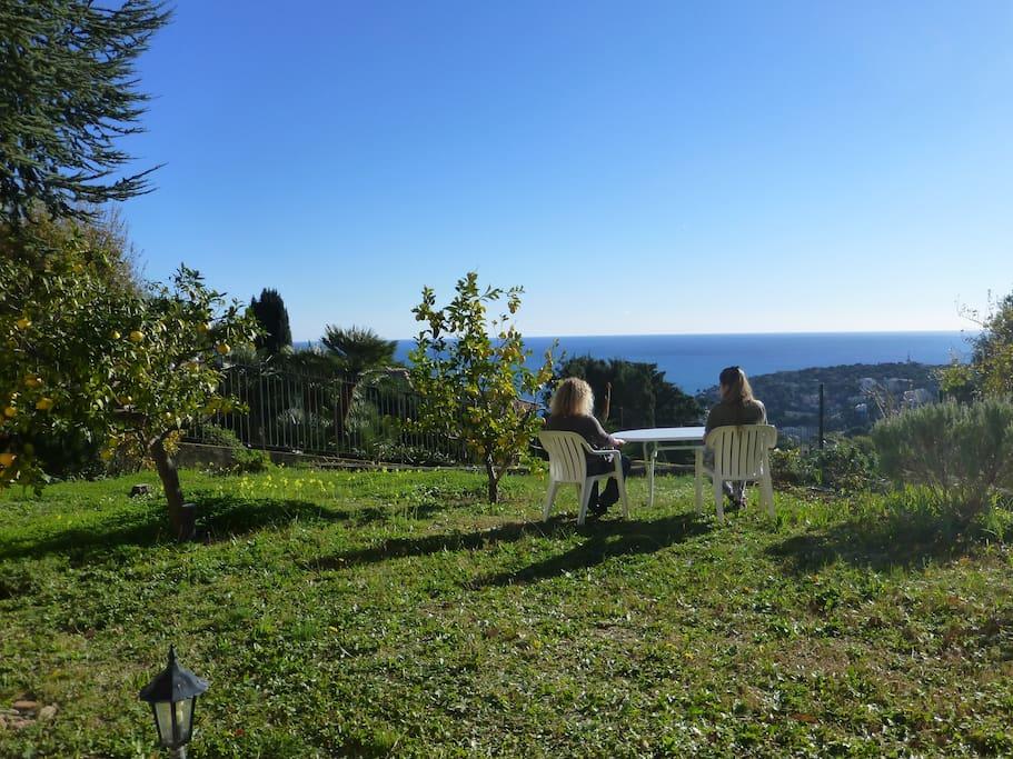 Rez de jardin dans villa vue mer lofts en alquiler en for Jardin 70 m2