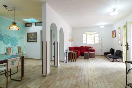 Casa 200 m do mar, 14 camas, wifi - São Sebastião - Haus