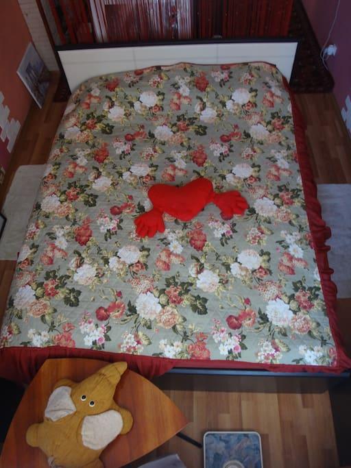 A bed 1.60 m * 2.10 m