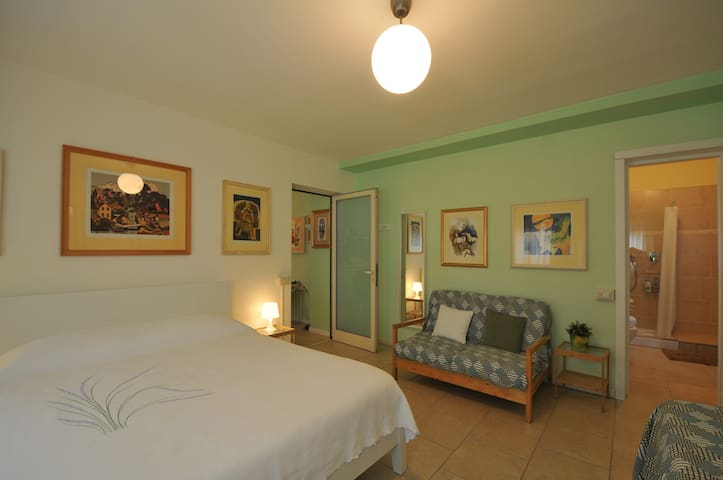 Orvieto Centro Essere Triple Room private bathroom - Orvieto Scalo - Гестхаус