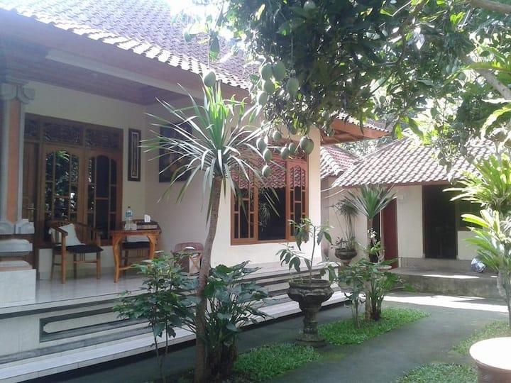 Rumah keluarga Bali homestay 1