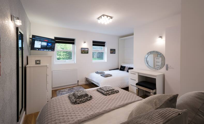 Pear Tree Holiday Home - City Centre - Parking