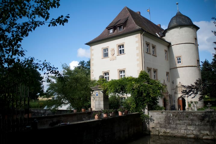 Wasserschlösschen in Franken - Sulzfeld-Kleinbardorf - Apartamento
