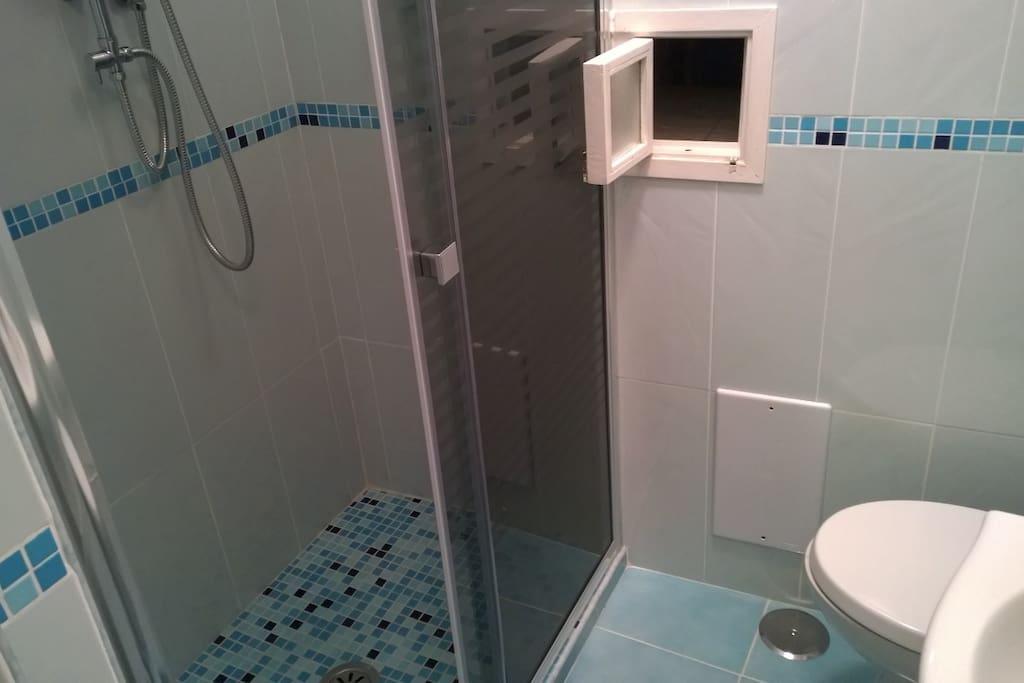 Ampia cabina doccia