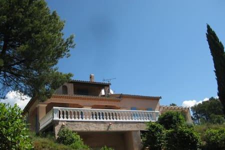 agréable villa pour 6 personnes - Ollières