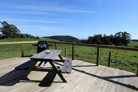 East on West - Country accommodation - West Mooreville     (BURNIE) - Hus