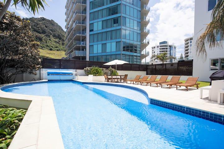 2 BDR, Pool & Gym @ Capri Apartments on Pilot Bay