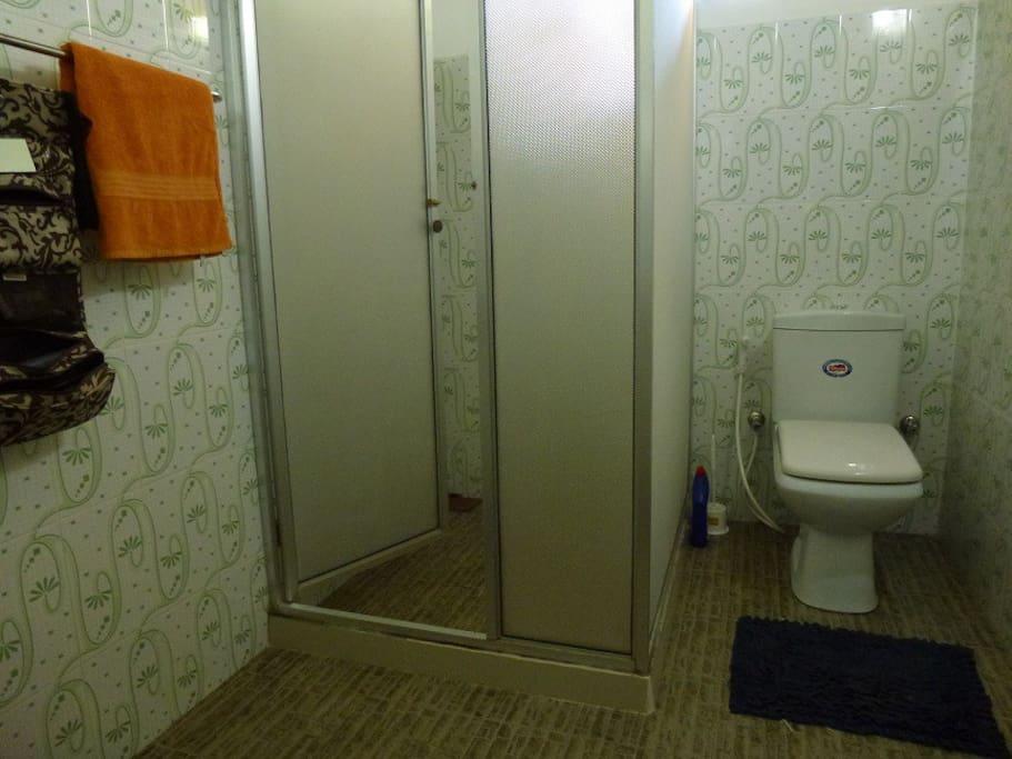 Bathroom to main bedroom