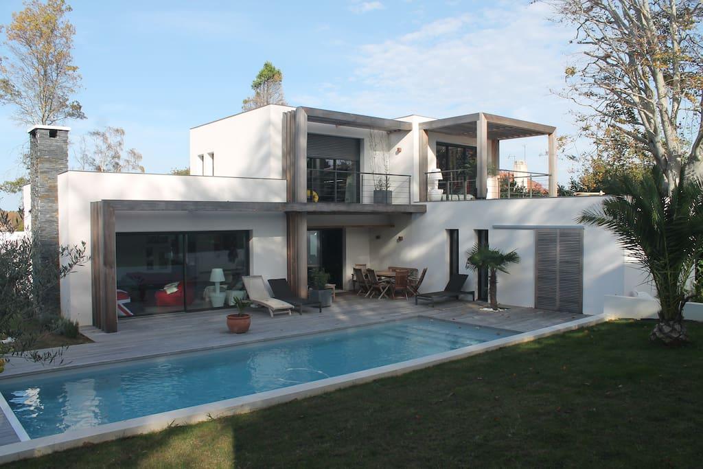 Belle villa contemporaine, piscine - Maisons à louer à ...