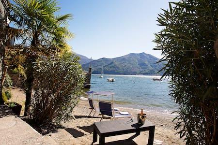 Lake front home next to the beach. - Menaggio - Huoneisto