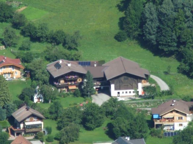 Ferienwohnung mit 2 Schlafzimmern am Biobauernhof - Tresdorf - Leilighet