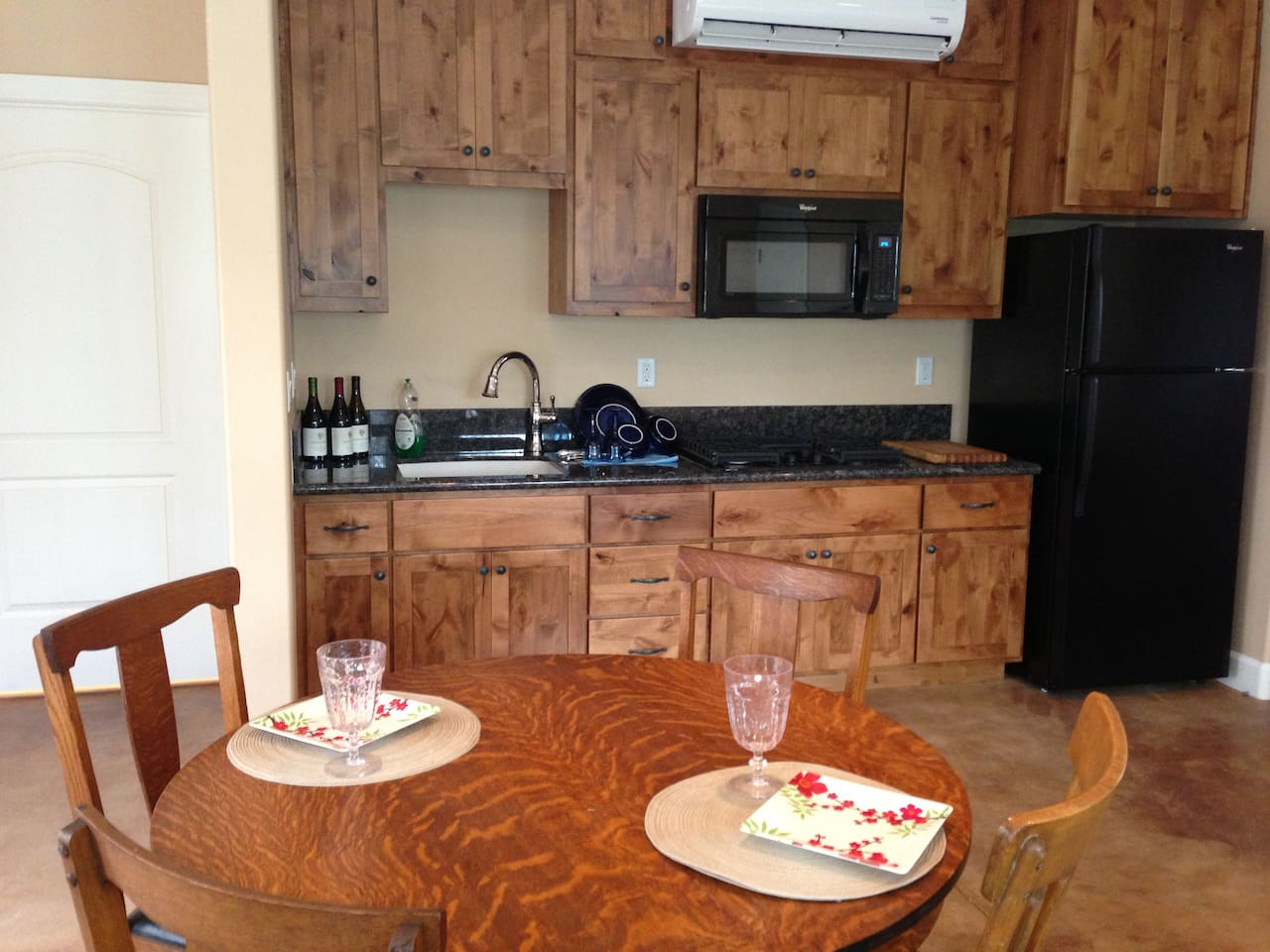 Kitchenette has beautiful wood cabinets and granite counter tops.